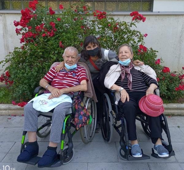 Cheli focolarina de Vitoria con sus padres